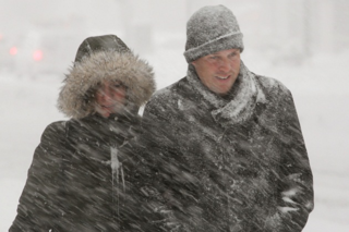 Weather_two_people_in_snowstorm