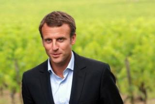 Emmanuel-Macron in a field