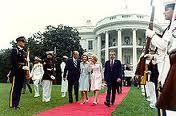 Nixon_leaving_whitehouse