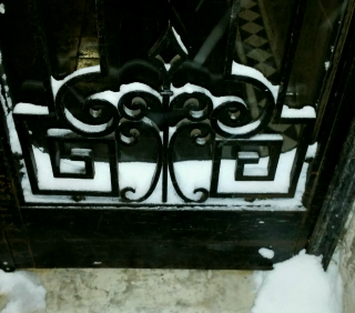 Jan7 snowy door