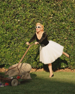 Bette midler - vanity fair mowing lawn