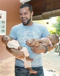 Ricky_martin_with_twin_sons